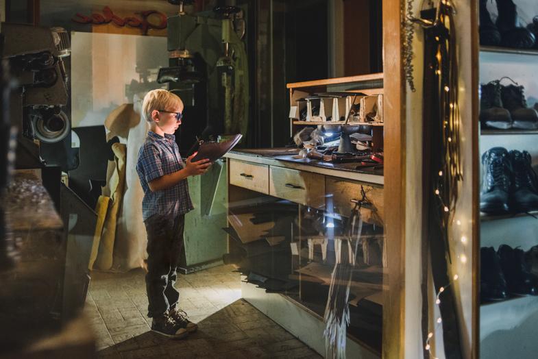 Čevljar - pravljična fotografija otrok